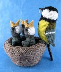 knitted toys Alan Dart Knitting Pattern: Nest of Birds Simply Knitting Mag Issue 119 Crochet Birds, Knit Or Crochet, Cute Crochet, Crochet Crafts, Animal Knitting Patterns, Crochet Toys Patterns, Stuffed Animal Patterns, Knitting Stitches, Baby Knitting