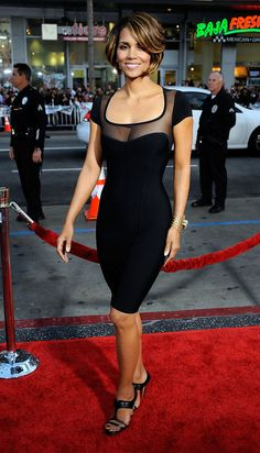 Halle Berry In Black Mesh Short Sleeve Sexy Bandage Dress Estilo Halle Berry, Halle Berry Style, Halle Berry Hot, Tight Dresses, Nice Dresses, Bandage Dresses, Beautiful Black Women, Beautiful People, Hally Berry