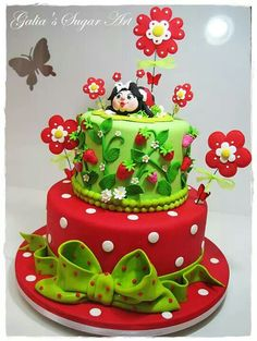 What an adorable cake. I would love to serve this at a summer party. Ladybug Cakes, Owl Cakes, Unique Cakes, Creative Cakes, Creative Food, Fondant Cakes, Cupcake Cakes, Fruit Cakes, Beautiful Cakes