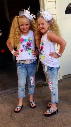 Makenna and Maryssa Mahaney www.texastwinsevents.com