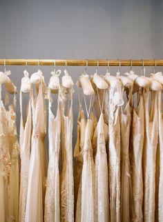 """Tip de la diseñadora española Lucía Botella: """"No se prueben vestidos que ni les gustan tanto a primera vista. Sólo lograrán confundirse. Definan el estilo que quieren y partan de ahí""""."""