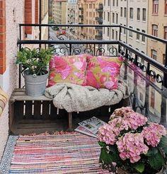 altan indretning inspiration - Google-søgning Outdoor Rooms, Outdoor Sofa, Outdoor Living, Outdoor Decor, Small Deck Patio, Balcony Garden, Balcony Ideas, Dream Apartment, Porch Swing