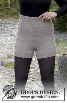 Отличные шортики спицами для женщин, связанные из тонкой шерстяной пряжи. Вязание изделия выполняется по кругу, начиная от верхнего края. Такую