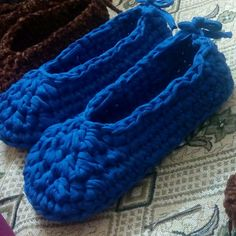 #handmade #crochet #ola_crochet #knitting #كروشيه #مصر #تريكو #made_in_egypt #alize #هاند_ميد #اشغال_يدويه Moccasins, Slippers, Flats, Fashion, Toe Shoes, Moda, Loafers, Sneakers, Flat Shoes
