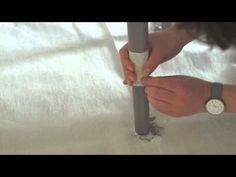 En nuestros vídeos tutoriales descubrirás nuevas ideas para pintar tu hogar. En este vídeo te contamos cómo pintar las patas de una silla para darle un toque de originalidad y color.