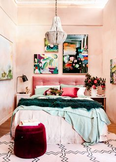 Eclectic decor 8 Key Elements to a Modern and Effortlessly Eclectic Bedroom Bedroom Decor And Beddin Design Eclético, Home Design, Eclectic Design, Eclectic Decor, Eclectic Bedrooms, Eclectic Modern, Eclectic Style, Eclectic Bedding, Casa Art Deco