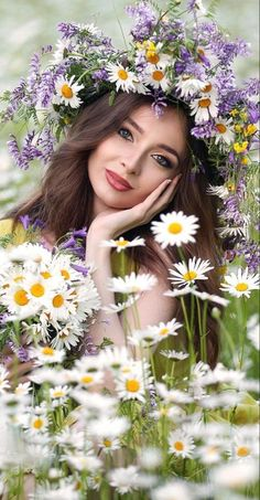 Outdoor Portrait Photography, Outdoor Portraits, Gorgeous Women, Beautiful People, Beautiful Pictures, Girls With Flowers, Love Flowers, Flower Crown, Flower Art