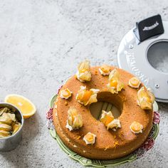 Can you believe, that we baked this delicious cake with the golden berries in Remoska®? Yummy Cakes, Bagel, Doughnut, Berries, Bread, Baking, Sweet, Recipes, Food