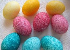 Coloring Eggs Using Rice. I wish I would have seen this before we colored our eggs today! Such a neat idea! Easter Crafts, Holiday Crafts, Holiday Fun, Cool Easter Eggs, Diy And Crafts, Crafts For Kids, Easter Games, Egg Dye, Crafts For Seniors