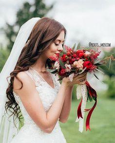 Сочная марсала для нашей прекрасной сентябрьской невесты Полины ❤️ Заказать букет невесты или оформление свадьбы 89859228318 Call/WhatsApp/Viber info@roots-store.ru Фото @denis_averyanov  #roots_wedding #букетневестымосква#декорсвадьбымосква#свадебноеоформлениемосква#свадьбамосква#марсала