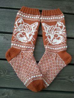 Knitting Patterns Mittens Oh my god, cat socks ♥ Crochet Socks, Knitting Socks, Hand Knitting, Knit Crochet, Knit Socks, Laine Rowan, Knitted Cat, Patterned Socks, Fair Isle Knitting