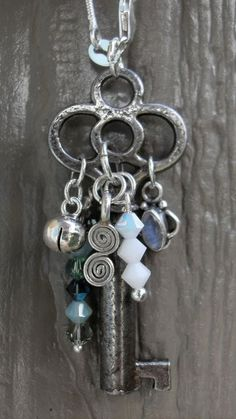 Necklace Jewelry Charmed Key, like the placement of he baubles on the key Vintage Jewelry Crafts, Old Jewelry, Metal Jewelry, Beaded Jewelry, Jewelery, Jewelry Making, Jewelry Ideas, Skeleton Key Jewelry, Skeleton Keys