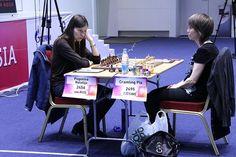 Россиянка Наталья Погонина оступилась в первой партии полуфинала на женском чемпионате мира в Сочи