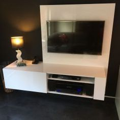 Build a floating TV cabinet unit: make this professionally designed TV stand yourself with a clear step-by-step manual. Beautiful and stylish design. Floating Tv Cabinet, Floating Tv Stand, Tv Stand Cabinet, Tv Unit Design, Modern Tv, Diy Furniture Plans, Tv Cabinets, Flatscreen, Projects To Try
