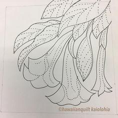 いいね!125件、コメント1件 ― kaiolohiaさん(@hawaiianquilt_kaiolohia)のInstagramアカウント: 「生徒さんがエンジェルトランペットのバッグを制作されます。なので私はお絵描きの宿題です。何色のお花が咲くのか楽しみです #ハワイアンキルト #hawaiianquilt」