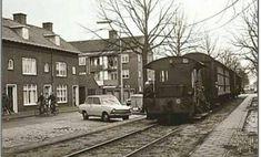 1976 - Breda. Speelhuislaan. Toen de trein nog bij het straatbeeld hoorde.