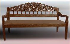 Banca de madera antigua de teka tallada