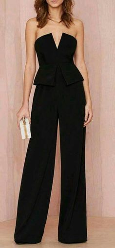 Not a dress fan but still want to look smart? Grab a dressy jumpsuit from Nasty Gal. Find everything from floral to plain incl. black and white jumpsuits. Mode Chic, Mode Style, Style Me, Look Fashion, Womens Fashion, Fashion Night, Party Fashion, Fashion News, Glamour