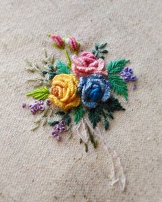 """3,233 curtidas, 47 comentários - 刺繡作家 王瓊怡 Joanne (@up_in_the_hill) no Instagram: """"#broderie #ricamo #embroidery #bordado#handembroidery #needlework #hearts #love…"""""""