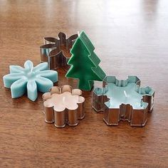 Pin for Later: 36 Dollar-Store DIY Projects to Try Out Cookie Cutter Candles Grab some cookie cutters from the dollar store to create these cute candles that definitely aren't cookie cutter! Cute Candles, Mini Candles, Holiday Candles, Floating Candles, Ideas Candles, Diy Holiday Gifts, Diy Gifts, Christmas Crafts, Homemade Gifts