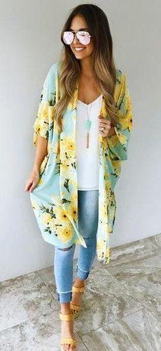 Idée et inspiration look d'été tendance 2017 Image Description summer outfits Blue Floral Kimono + White Top + Ripped Skinny Jeans