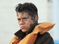 """One Direction fans, rejoice: Harry Styles proves he's an amazing actor in 'Dunkirk' - The INSIDER Summary: One Direction singer Harry Styles is one of the main actors in """"Dunkirk."""" It's his first major movie role and he's amazing in it. He plays a soldier fleeing a hopeless battle during World War II. It's surprising that Harry Styles was cast in """"Dunkirk"""" in the first place. Sure, director Christopher Nolan has made some some unexpected casting decisions in the past that worked out for the"""