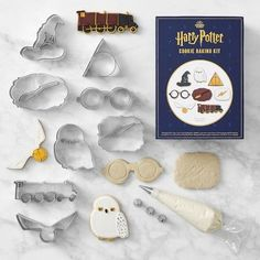 Shop Williams Sonoma for the best collection of Harry Potter items and accessories. From Harrry Potter aprons to Harry Potter cakes and cupcakes, we have the best selection of Harry Potter gifts. Baby Harry Potter, Baby Shower Harry Potter, Harry Potter Thema, Harry Potter Food, Harry Potter Gifts, Harry Potter Birthday, Harry Potter Quotes, Harry Potter Cookie Cutter, Cookie Cutter Set