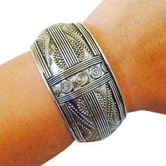 """Activity Tracker Bracelet for Fitbit Charge, Charge HR and Other Fitness Trackers - The JILLIAN Antiqued Silver Engraved Bangle Bracelet (Antique Silver, Garmin VioSmart). Don't ruin your professional or dressy outfit with a plastic wristband!. Beautiful & high quality, it can can be worn with or without your fitness tracker!. SIZE: Circumference = 7.5"""" inches, Width = 1.5"""" inches *approximately. This product is not an official product of FitBit® Inc., Misfit®, Garmin®, Pebble®, Avia®..."""