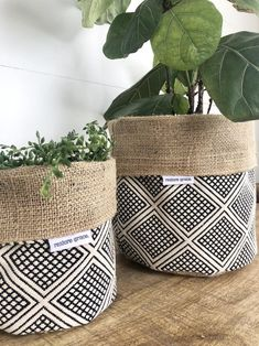 Pot Plant Cover - Modern Wanderer and Hessian Reversible Plant Bags, Plant Basket, Plastic Plant Pots, Plastic Planter, Plant Covers, Decoration Plante, Inside Plants, Diy Planters, Plant Design