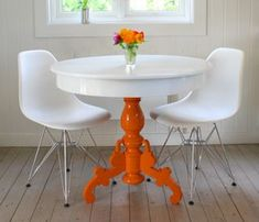 nice idea to restyle an old, thrifted table OOOH I love this idea! Gonna do this to my kitchen table. I wanted to pain t it white anyhow. Love the idea of a burst of color from underneath!