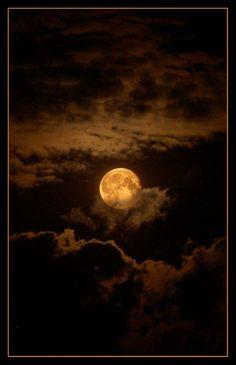 Mr. Moon by ~Purtsi