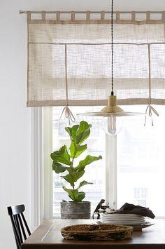 Roll up-gardin Struktur Hygge, Drapery, Interior Inspiration, Home Kitchens, Windows, Living Room, Home Decor, Heaven, Decoration