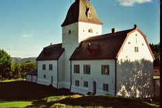 Austråttborgen, Borgveien 7140 Opphaug, Norway (ca. Villas, Norway, Cabin, Mansions, House Styles, Home, Manor Houses, Cabins, Villa