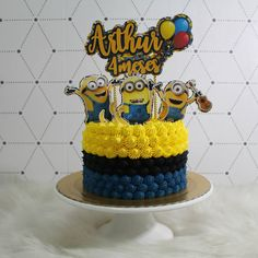Minions para comemorar o mêsversário do Arthur.  .  #bolominions #minions #chantininho #chantilly #bolo #cake #mesversario #chantininhocremoso #wilton