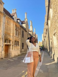 Wandering through Cambridge at the end of summer. . . . . .     #fashion #love #style #instagood #photooftheday #photography #london #beautiful #travel #picoftheday #art #follow #summer #ootd #happy #model #beauty #instagram #cute #instadaily #fashionblogger #girl #nature #like #me #photo #fun #followme #uk #selfie