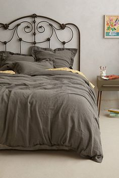 I love messy bedding. I want dark gray for my next bed.