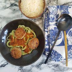 Tunfrikadeller med pasta og tomatsovs. Pasta, Kitchen, Desserts, Inspiration, Tailgate Desserts, Biblical Inspiration, Cooking, Deserts, Kitchens