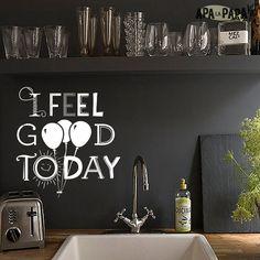 """Frases en Vinilo """"I feel good today""""  Porque las paredes, espejos y vidrios también merecen ser felices, aquí llegan las frases en vinilo! Hoy me siento tan pero tan bien que hasta las estatuas me guiñan el ojo! y además sabés qué? te lo digo en inglés, mirá: I FEEL GOOD TODAYYYYYYY  Material: Vinilo de corte Mate Medidas: 19x25 cm"""