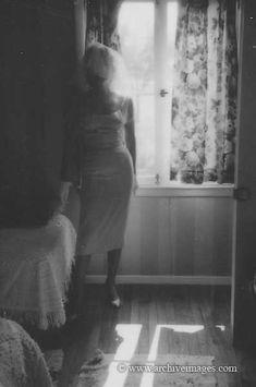 Marilyn Monroe & Arthur Miller Wedding in White Plains New York. Photo by Miton Greene. Wedding dress. wedding veil