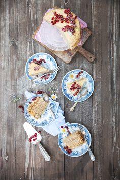 Crepe Torte mit Johannisbeere und Mohn / crepe cake with poppyseed and red currant / birthday cake / food fotography