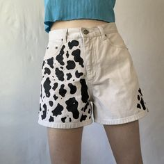 🐮 COW PRINT SHORTS 🐮 vintage grey/white toned denim shorts with black cow print hand painted by moi 👸🏻 done with 2 coats of soft fabric paint (won't crack). Aesthetic Fashion, Aesthetic Clothes, Look Fashion, Diy Fashion, Fashion Outfits, Fashion Design, Thrift Fashion, Funky Fashion, Cow Outfits