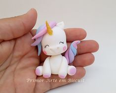 Biscuit unicorn with approx. Polymer Clay Miniatures, Polymer Clay Projects, Polymer Clay Creations, Diy Clay, Fondant Cake Toppers, Fondant Figures, Polymer Clay Kawaii, Fondant Animals, Unicorn Cake Topper