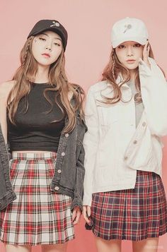 korean fashion simple twin similar look plaid skirt white black denim jacket black grey casual street hat