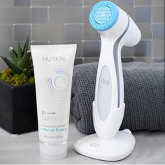 ageLOC LumiSpa Dual Action – Normal to Combination is a skin care system that thoroughly cleanses skin, plus delivers a smoother, softer and more youthful looking complexion. Galvanic Facial, Galvanic Body Spa, Environmental Pollution, Nu Skin, Best Anti Aging, Anti Aging Skin Care, Pollution Pictures, My Beauty, Facial Masks