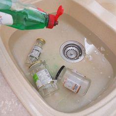 Πως βγάζω τις ετικέτες από βάζα γυάλινα και μπουκάλια Cleaning Hacks, Cleaning Supplies, Cleaners Homemade, Diy Projects To Try, Spray Bottle, Diy And Crafts, Kitchen Appliances, Tips, Diy Ideas