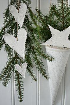 scandinavian christmas decorations ~ simple but impressive.
