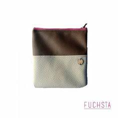 Portacosmeticos disponible  Medidas aproximadas: 16 cm x 16 cm. Para consulta de precios puedes escribirnos a fuchsiavzla@gmail.com o dejar tu correo en un comentario. #merida #meridavenezuela #diseñovenezolano #bazarnavideño #designersvzla #designersvenezuela #diseñovenezolano #venezuela #merida #cartera #bolso #backpack #morral #fuchsia #tiendafuchsia #fuchsialovers #fuchsiabags #closetcriollo #closetvenezolano #talentovenezolano #criollo #emprendimiento #navidad #regalos #gifts #christmas…