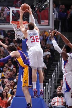 Look out below...Griffin dunks on the Lakers!