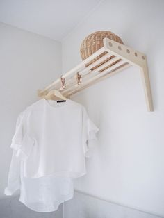 Stylish laundry hanging rails that I wish were mine — Verity Jayne – Wasche falten Laundry Hanging Rack, Wall Mounted Drying Rack, Laundry Hanger, Laundry Drying, Hanging Racks, Laundry Room Countertop, Laundry Nook, Laundry Room Layouts, Laundry Room Design