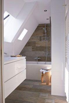 Attic Bathroom Ideas Sloped Ceiling Inspirational Working with Sloped Ceilings In the Bathroom Home & Interior Sloped Ceiling Bathroom, Small Attic Bathroom, Loft Bathroom, Upstairs Bathrooms, Bathroom Toilets, Bathroom Ceilings, Remodel Bathroom, Bathroom Green, Slanted Ceiling